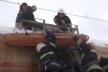 Рятувальники зняли з даху вагона у Львові травмовану струмом (Відео)
