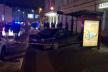 У Львові автомобіль в'їхав у зупинку: є травмована