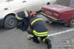 У Львові витягнули пішохода з-під автівки