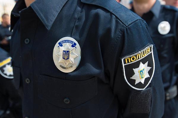 Як львівські патрульні затримували пияків у міському парку (Відео)