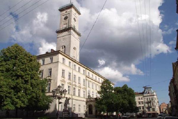 У Львові зібрались «заманювати» працівників у міську раду квартирами