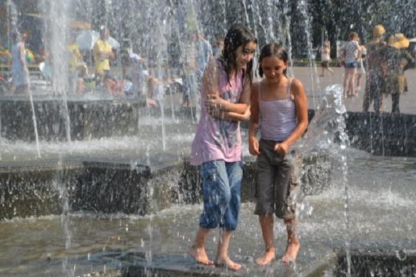 Львів'ян закликають не приймати водних процедур у міських фонтанах