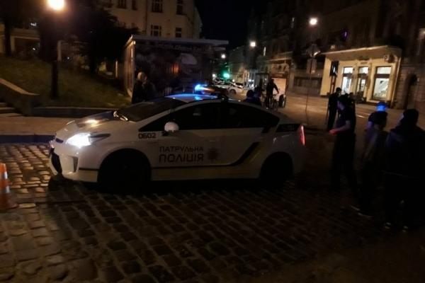 У Львові поліцейські, поспішаючи на виклик, збили жінку на пішохідному переході