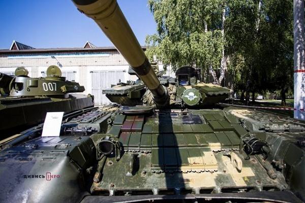 Львівські десантники на день ВДВ показали техніку, з якою воюють на передовій (Фото)