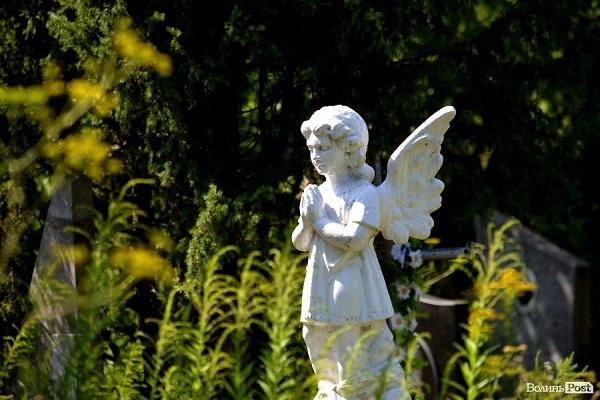 На Львівщині нелюди вкрали пам'ятник воїну