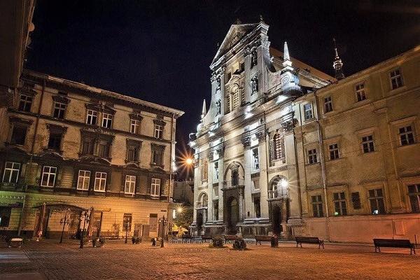 У Львівському храмі Петра і Павла виступив найбільший у світі лондонський рок-хор (Відео)