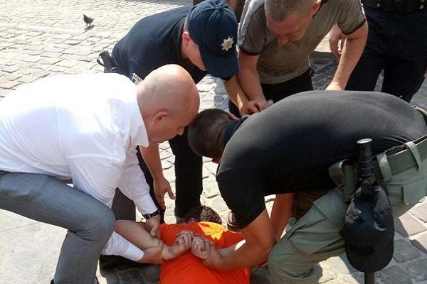 У Львові поляк побив поліцейського, коли евакуатор забирав його авто