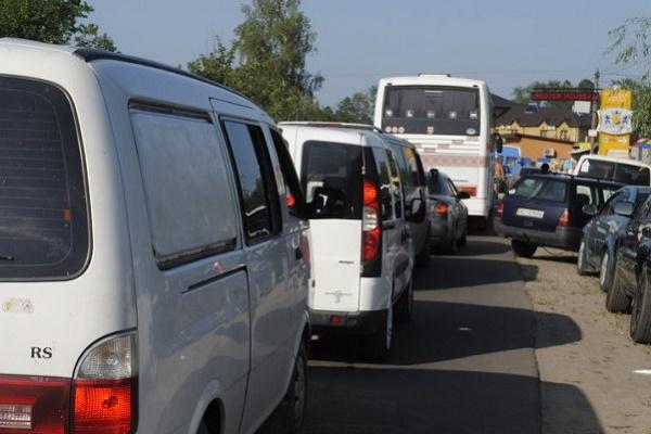 Хаос на дорогах і відсутність умов для відпочинку біля озера - враження львів'ян від перебування на Світязі