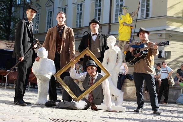 Через зйомки фільму «Шляхетні волоцюги» у Львові реорганізують рух