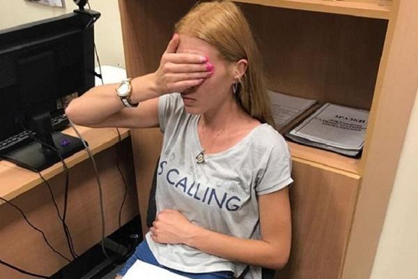 У Львівському аеропорту затримали жінку-сутенера, яка відправляла дівчат у борделі Туреччини
