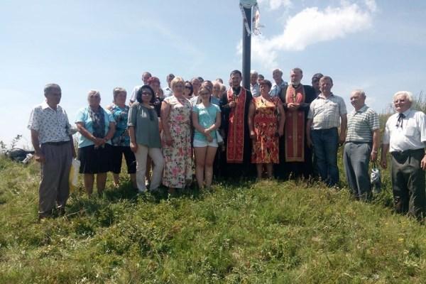 На Львівщині віднайдені могили, освячені хрести