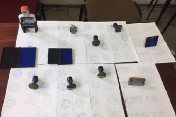 На Львівщині СБУ викрила злодіїв, які підробляли документи для отримання віз