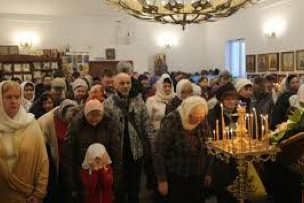 У Львові священик проводить богослужіння мовою жестів (відео)