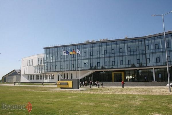 Новий завод на Львівщині як альтернатива виїзду на заробітки