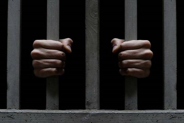 Чоловік проведете 3 роки у в'язниці за вимагання 100 тис грн неіснуючого боргу