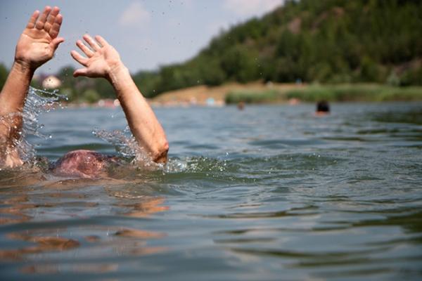 На Бущині з озера витягнули тіло зникло безвісти чоловіка