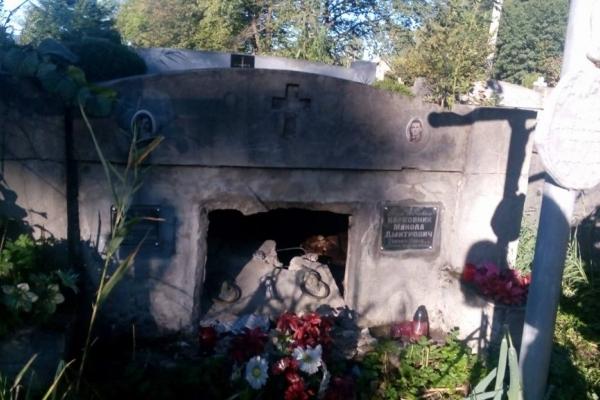На Львівщині масово грабують родинні склепи на цвинтарях (Відео)