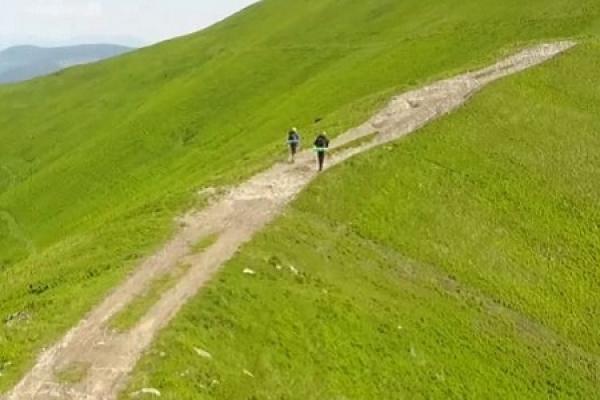 Двоє львів'ян пройшли пішки 900 кілометрів по Україні задля вражень і знайомств (Відео)