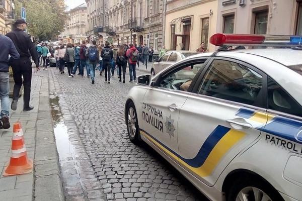 Студенти пройшли ходою солідарності вулицями Львова (Фото)