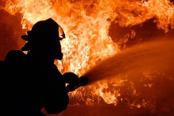 Ледь не згоріли дві будівлі та гараж на Львівщині