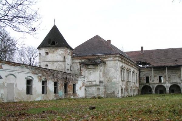 Аварійний замок реставруватимуть на Львівщині