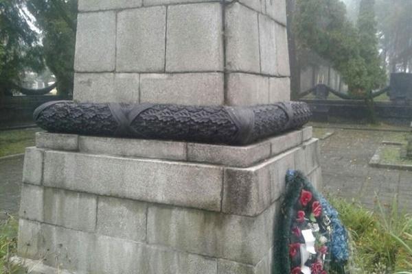 Вандали вкрали 50-кілограмовий вінок з меморіалу в Личаківському районі Львова