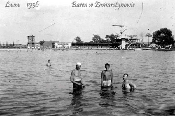 Як львів'яни відпочивали у відкритому басейні 90 років тому (Фото)