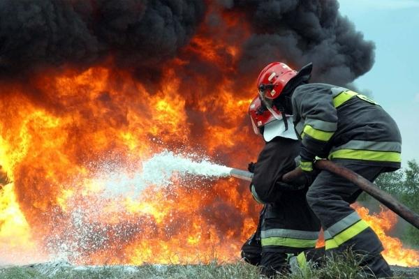 На Львівщині рятувальники ліквідували пожежу у господарській будівлі