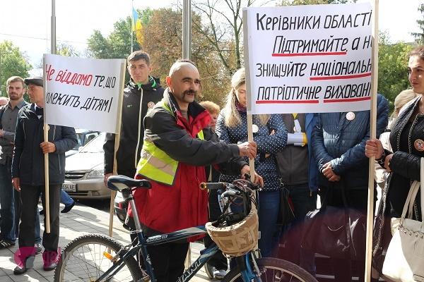 Львівська облрада забирає в дітей бази в Карпатах?