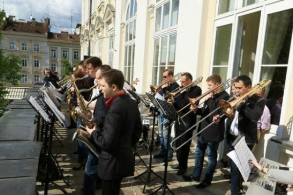 З балкону львівської ратуші лунатиме джаз