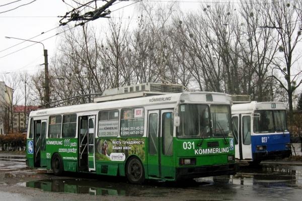 «То, напевно, для гопників»: львів'ян шокували сидіння у тролейбусі (Фото)