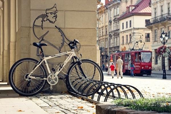 У Садового радять львів'янам за відсутності маршруток брати таксі або велосипед
