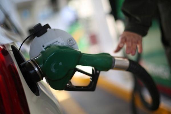 На заправках продовжують дорожчати бензин та дизпальне