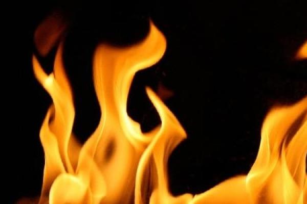 Пожежники врятували чоловіка, який мало не згорів живцем
