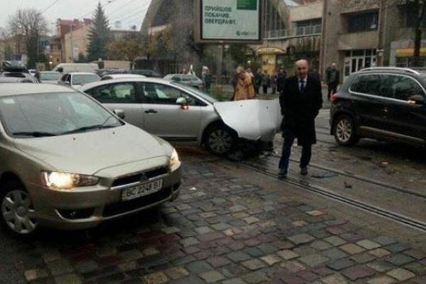 Колишній міський голова Львова потрапив у ДТП