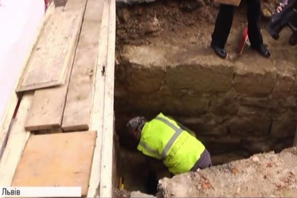 У центрі Львова археологи відкопали унікальну пам'ятку XV століття (Відео)
