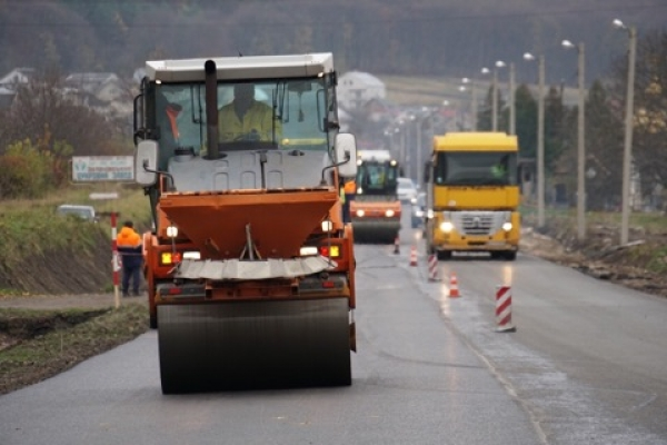 Дорогу зі Львова до Тернополя продовжують ремонтувати
