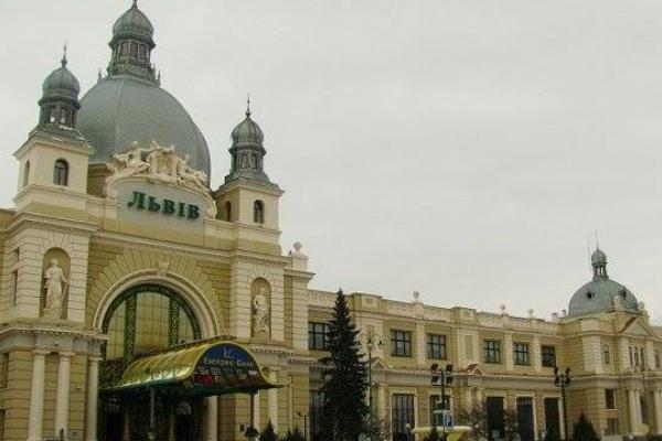 Замінували Головний залізничний вокзал Львова: на місці події працюють експерти-вибухотехніки
