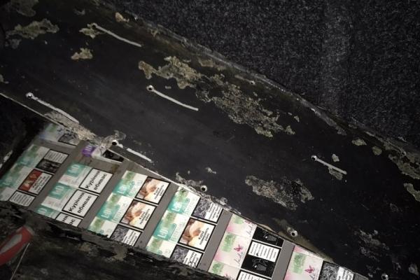 Майже 1000 пачок сигарет та автомобіль з тайниками вилучили упродовж доби львівські митники (Фото)