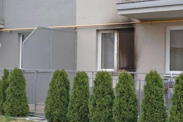 Невідомі кинули у Львові у вікно в будинку та в автівку «коктейлі Молотова»