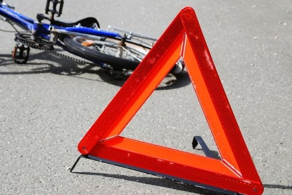 У Львові машина наїхала на пішохода з велосипедом