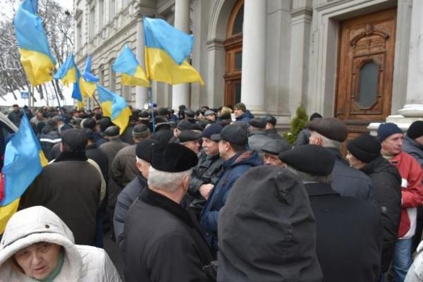 У Львові військові пенсіонери влаштували мітинг під стінами ЛОДА