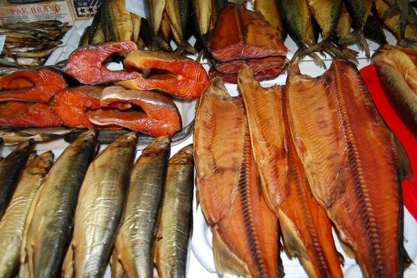 Продавчиню, яка торгувала на ринку неякісною рибою, судитимуть