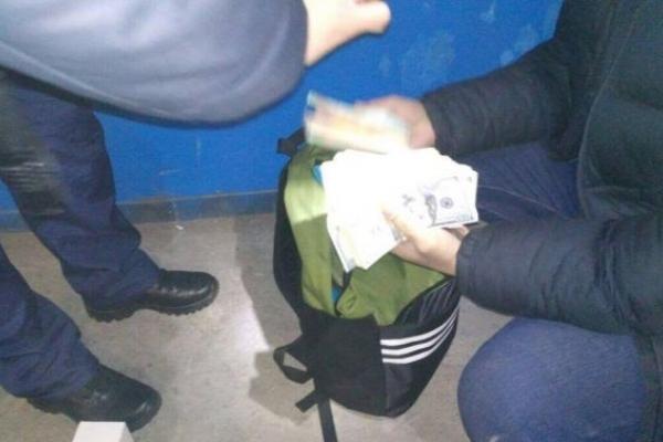 Прикордонники Львівського загону й фіскали вилучили 84 тисяч доларів і 20 тисяч євро