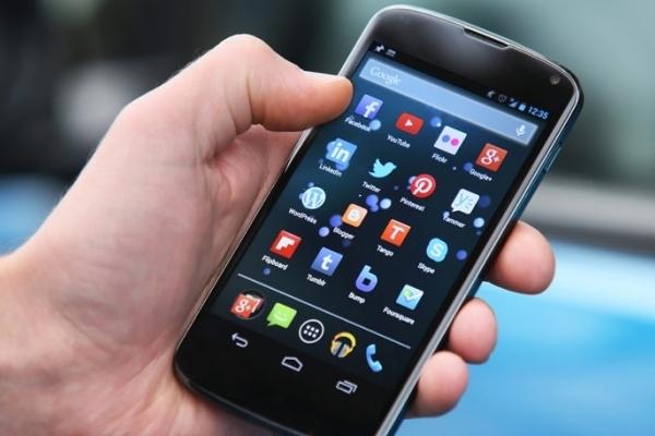 Патрульні по гарячих слідах знайшли крадія телефону