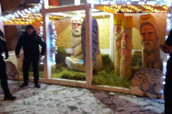 На площі Ринок із шопки вкрали колиску з Ісусом: стали відомі деталі випадку (Фото)