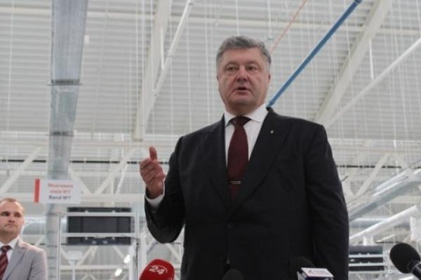 Порошенко нагородив орденом львівського електрика