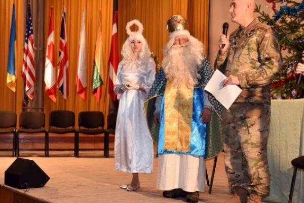 Підполковник зі США розповідав на Львівщині казку