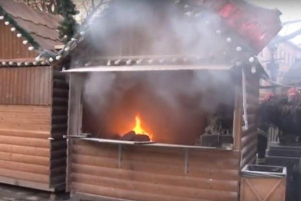 На Різдвяному ярмарку у Львові горів павільйон (Відео)
