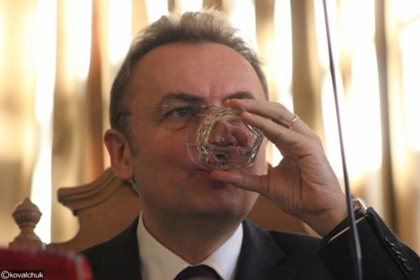 Львів'яни платять за Садового 1 млн грн на рік (Фотодоказ)